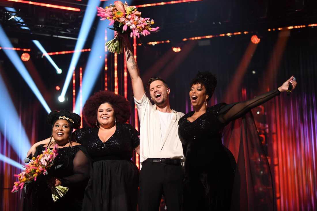 The Mamas och Robin Bengtsson segerjublar efter Melodifestivalens första deltävling.