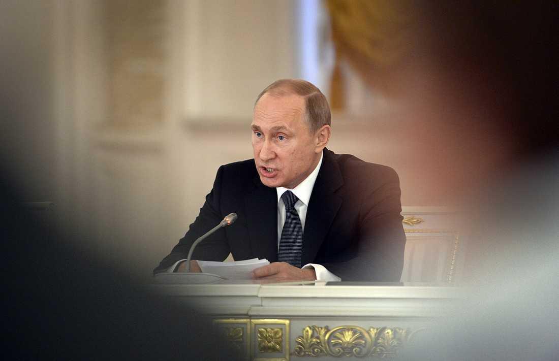 """Putin har gett order om en """"massiv överraskningsinspektion"""" för att granska militärens stridsberedskap."""