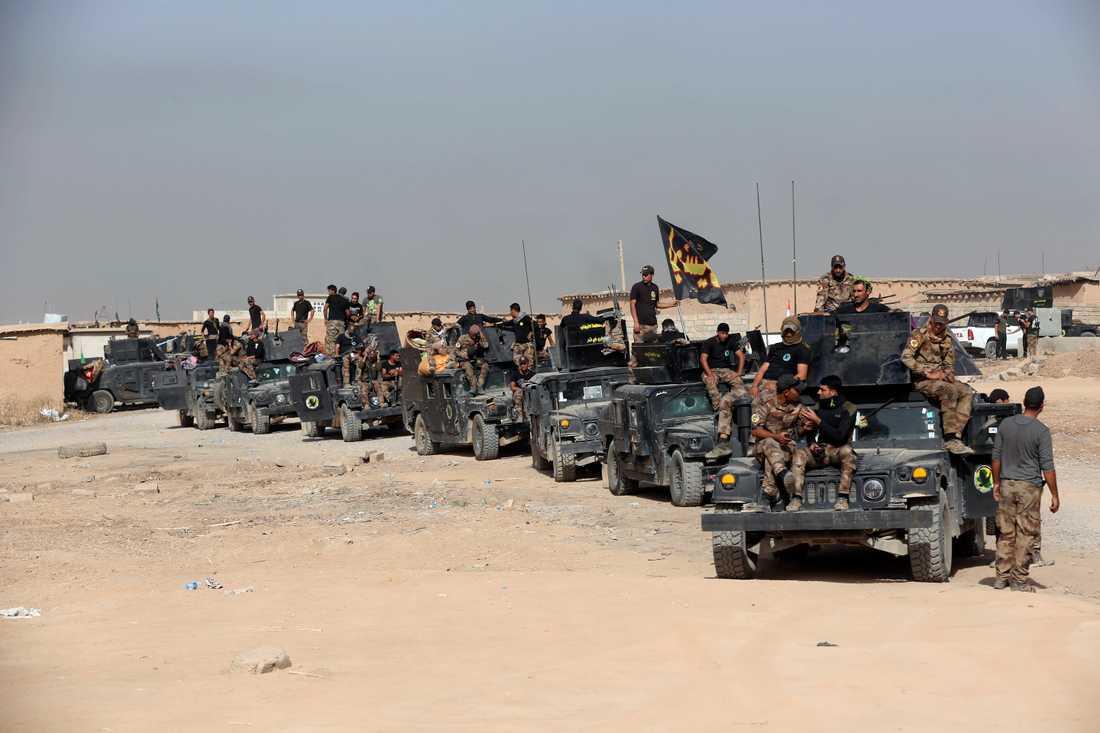 Irakiska soldater utanför Mosul.