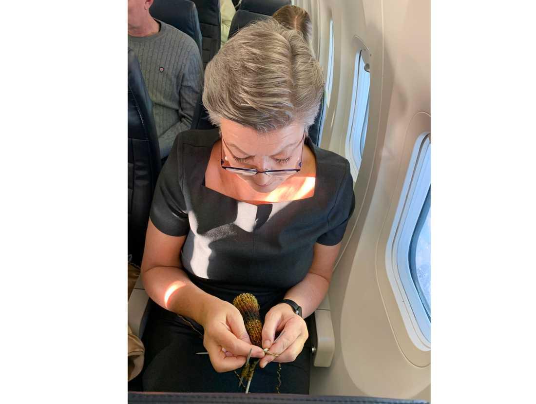 EU:s inrikeskommissionär Ylva Johansson har under året använt lediga stunder till att sticka sockor till sin närmaste personal.