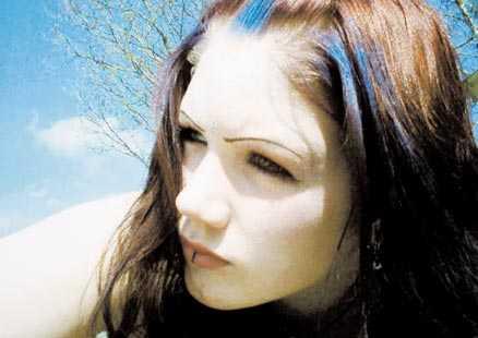 mobbades till döds. 14-åriga Felicia mobbades i flera år. Till slut orkade hon inte längre. Hon rymde från sitt behandlingshem utanför Falkenberg och hängde sig i ett träd i närheten. Nu kämpar hennes mamma för att få reda på vad som hände och varför inte kommunen gjorde något för hennes dotter.