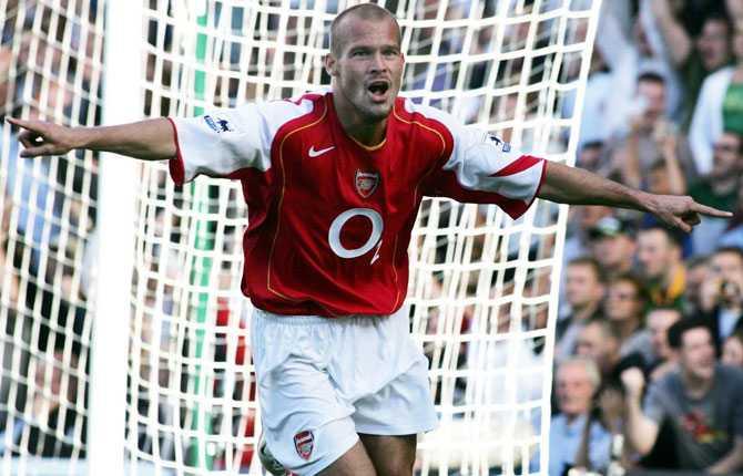 Fredrik Ljungberg är en av de svenskar som lyckats bäst i Premier League. Här i Gunners 2004.