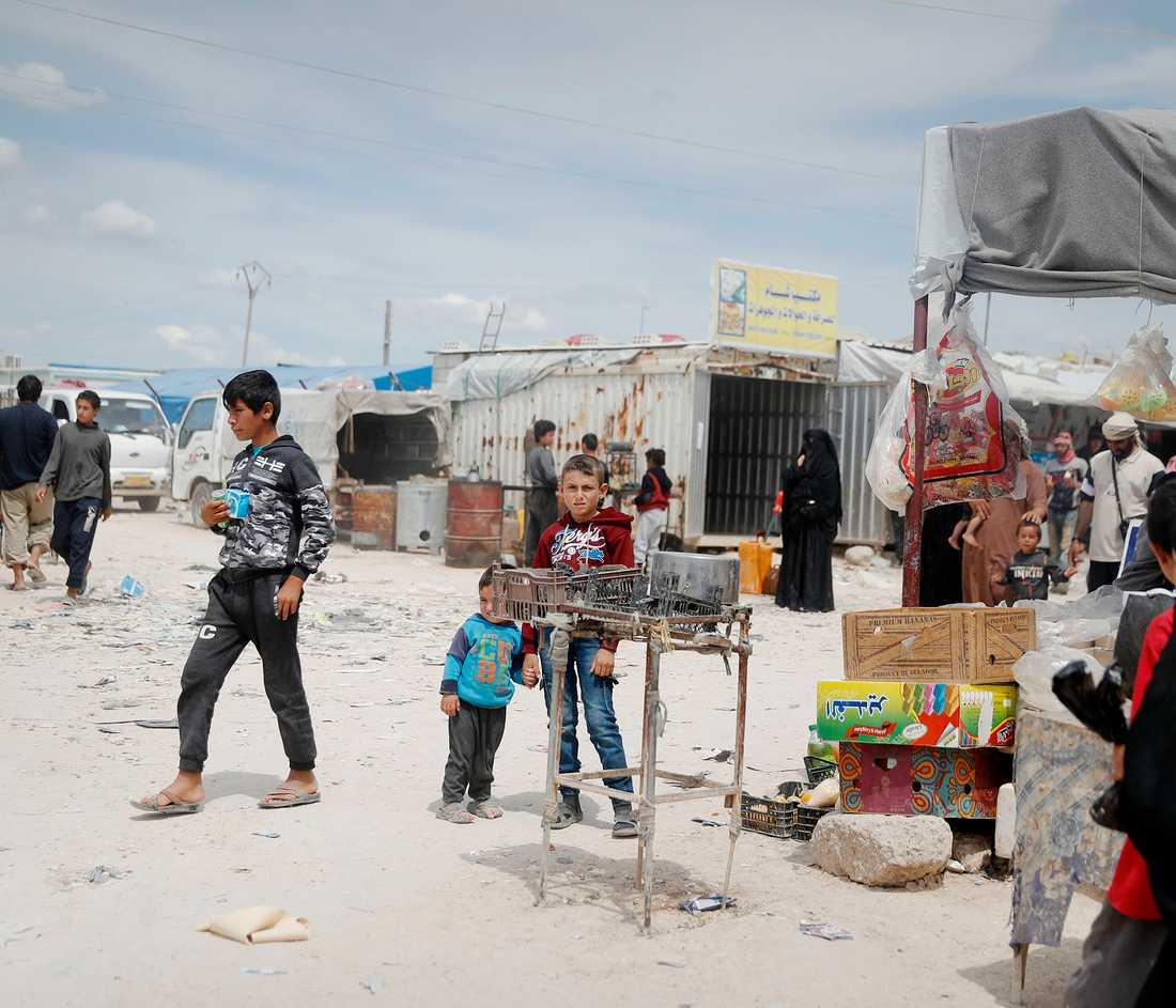 Omkring 60 barn med rötter i Sverige befinner sig just nu i Syrien.