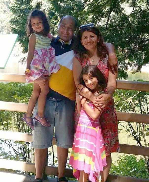 Professorerna Mojgan Daneshmand och Pedram Mousavi, boende i Edmonton, reste tillsammans med sina döttrar Daria and Dorina.