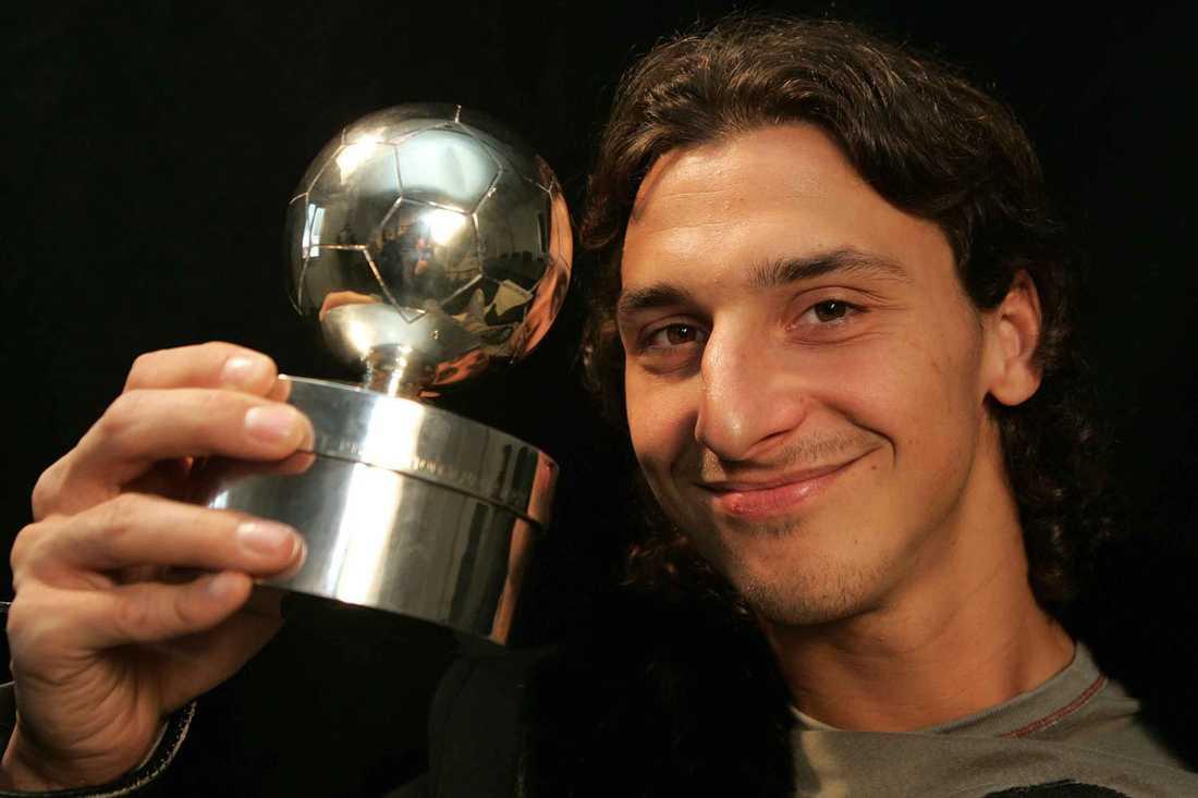 """2005: Zlatan Ibrahimovic, Juventus Juryns motivering: """"Zlatan Ibrahimovic får Guldbollen, Aftonbladets och Svenska Fotbollförbundets pris till årets bäste svenske fotbollsspelare, för sina avgörande insatser i landslaget och i Juventus. Valet var självklart. Zlatan har i både klubb och landslag utvecklats till en nyckelspelare. Genom talang, hårt arbete och ett sätt att förena det spektakulära med det för laget nyttiga har han blivit en förebild för unga och en gyllene representant för svensk fotboll i världen."""""""