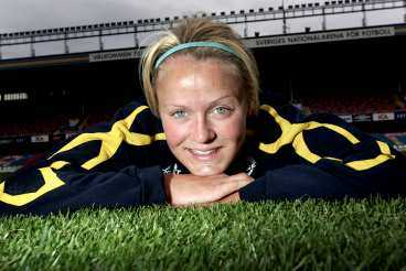 """Taggas av kritik Josefine Öqvist kan bli mittfältare i EM då tuff konkurrens råder i anfallet. Men hellre det än att vara den """"perfekta inhopparen"""", enligt Linköpingsanfallaren."""