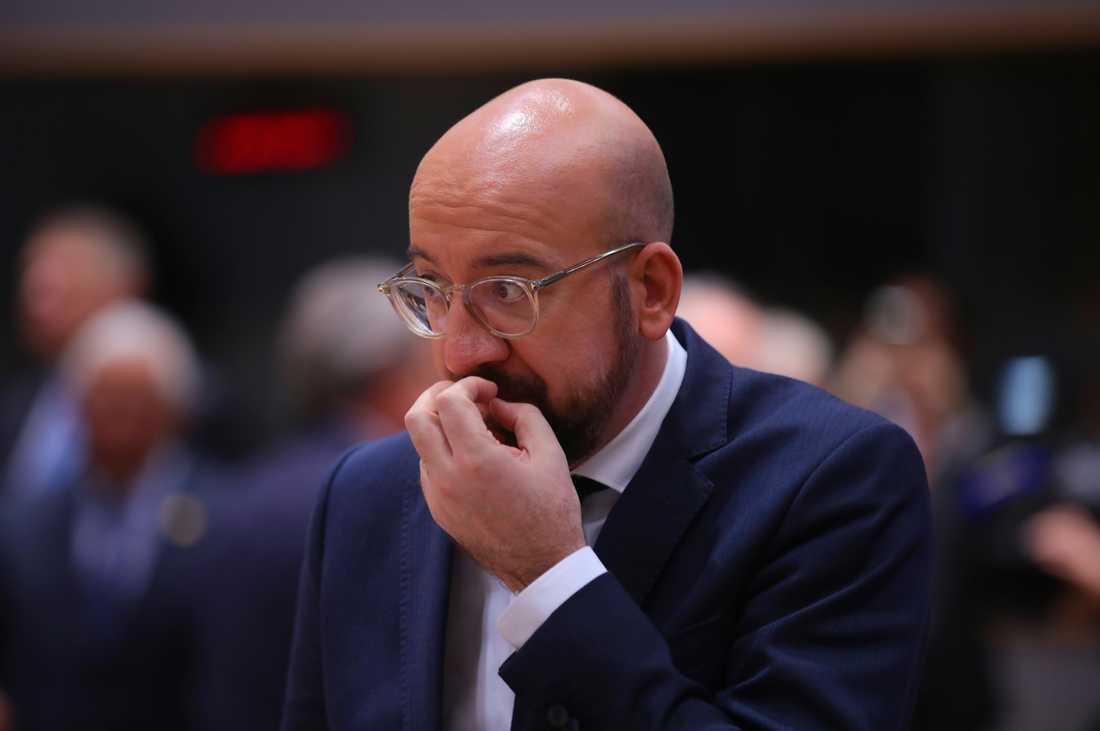 Hur ska vi lösa det här? tycks EU:s permanente rådsordförande Charles Michel fundera i Bryssel.