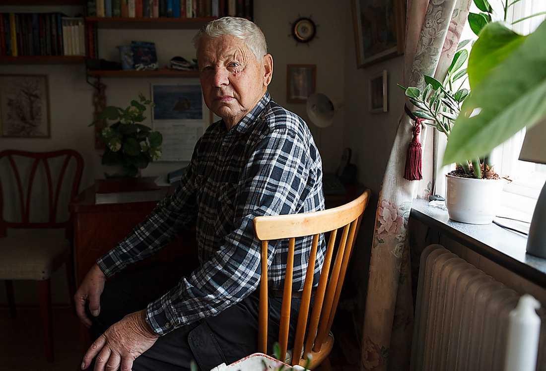 """""""HON ÄLSKADE DJUR"""" Ingvar Nilsson, 85 år, är en av få släktingar till Elvey Sundquist som finns kvar i livet. """"Hon var väldigt fäst vid sin hund. Det var en tax"""", säger Ingvar Nilsson."""