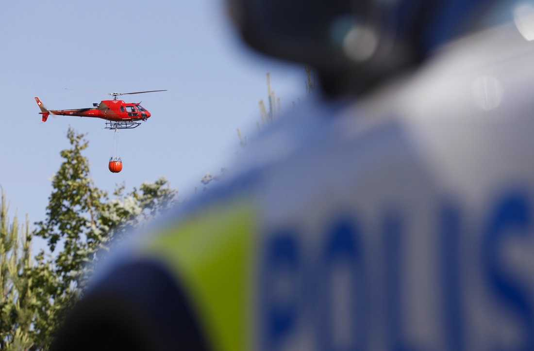 Två helikoptrar har kallats in för att vattenbomba branden nära Arlanda flygplats.