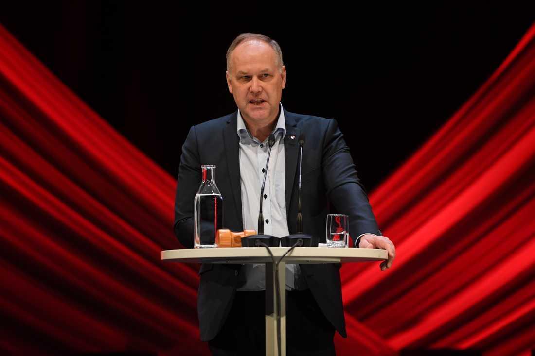 Vänsterpartiets ledare Jonas Sjöstedt angrep hårt Socialdemokraterna i sitt tal på partiets kongress.