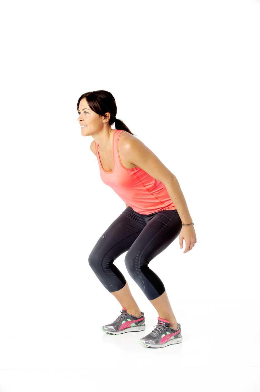 6 Explosiva hopp Så gör du: Stå med fötterna lite mer än höftbrett isär. Spänn magen, böj på benen och dra bak armarna för att hämta kraft.