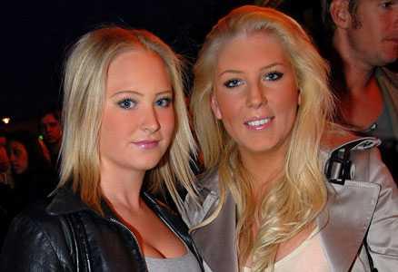 Hard rock Café Linda Rosengren och Caroline Örblom firade Hard Rock Café.