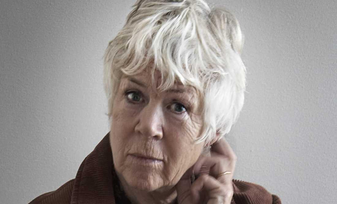 Inger Alfvén ger ut sin 24:e roman, Tvilling (Albert Bonniers förlag), om två omaka tvillingsystrar.