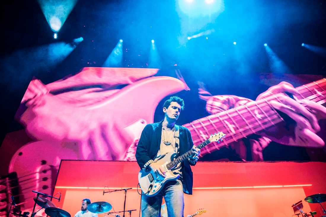 Gitarren är som vanligt i fokus hos John Mayer.