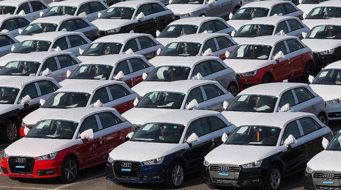 En så kallad miljöbil är fortfarande en bil som tär på miljön.