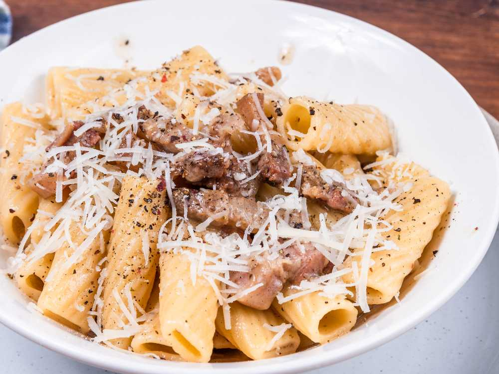 Prova en riktigt klassisk italiensk pastarätt med smakrik pancetta.