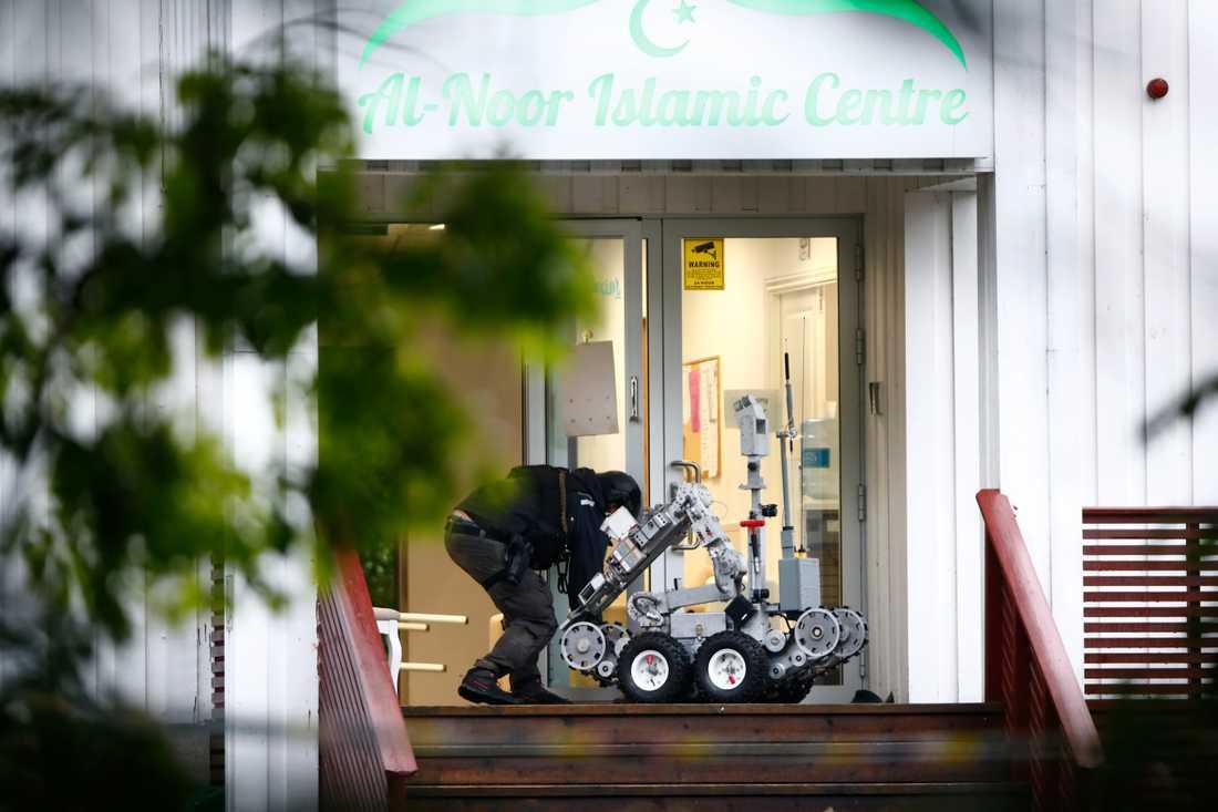 al-Noor Islamic Centre i Bærum några mil från Oslo efter attacken.