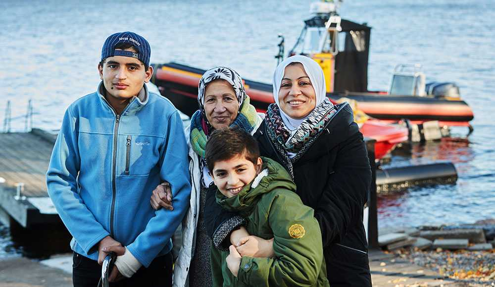Mahmoud Al Hassan 14 år, med lillebror Abdulla Al Hassan 11 år, mormor Montaha Okkar och mamma Hbah Al Assed fick träffa sina räddare på sjöräddningen i Växjö.
