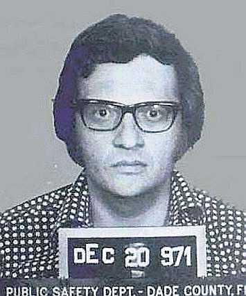 I december 1971 greps Larry King för stöld. Han var skyldig en affärskollega pengar som han inte hade betalt tillbaka. King dömdes också för att ha skrivit ut checkar utan täckning, men åtalet lades ner. Kings journalistkarriär fick sig en törn.