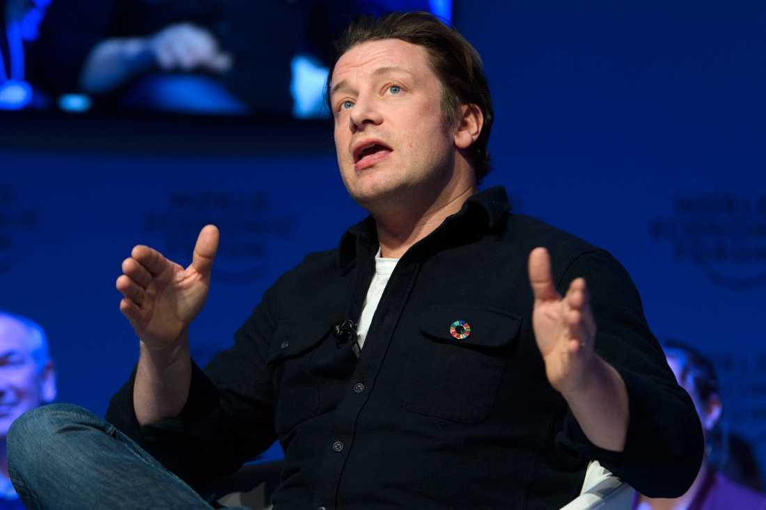Jamie Oliver har fått gå in med privata pengar för att rädda sin restaurangkedja Jamie's Italian.