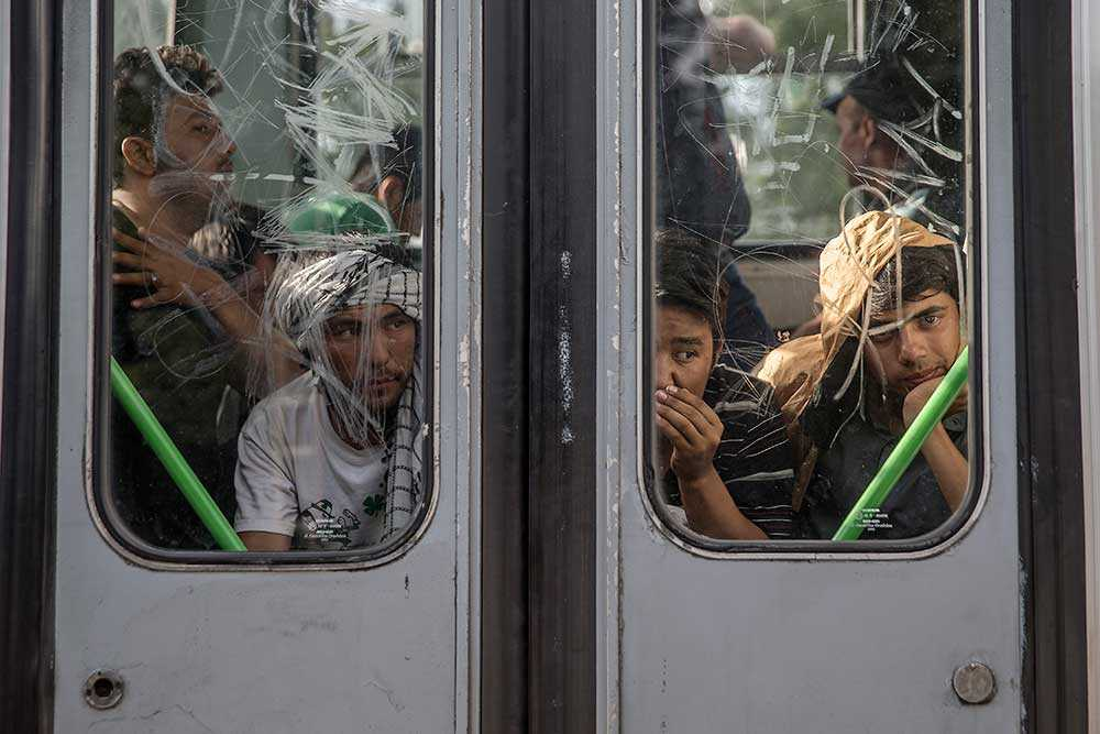 Ett sista tåg rullar iväg med människor som lyckats ta sig över gränsen från Serbien till Ungern.