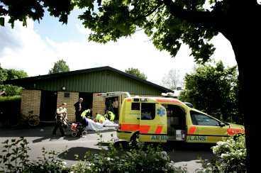 En 38-årig man sköts i går utanför Solrosens förskola i Helsingborg. Vittnen hörde flera skott.