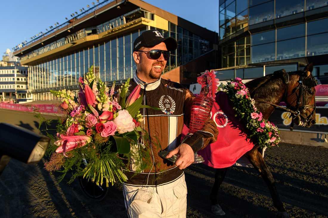 Tränaren Daniel Redén efter segern i Elitloppet.