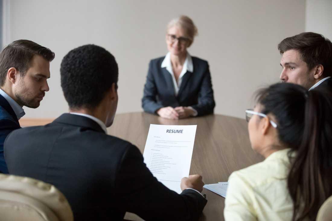Att få ett nytt jobb på ålderns höst kan vara svårt. Genrebild.