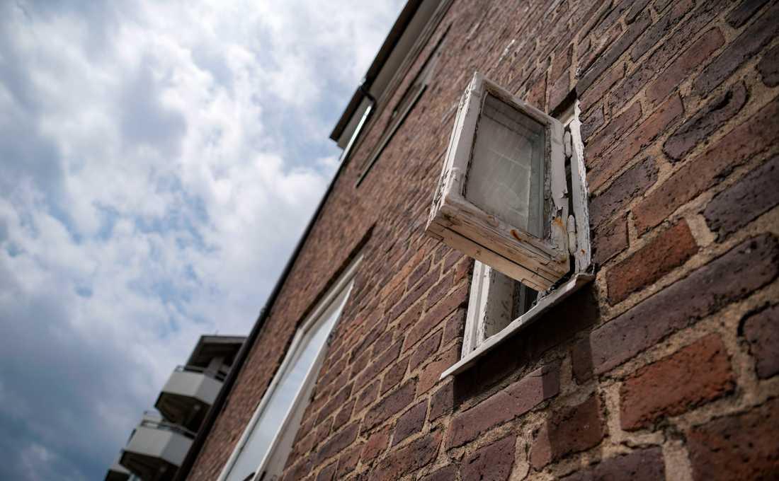 Arkivbild. Mannen uppger till polis att han lyckats fly genom att hoppa ut genom ett fönster.