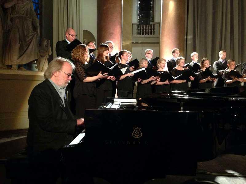 Gustaf Sjökvists kammarkör sjunger Benny Anderssons musik på en ny skiva. Och på två konserter i Stockholm.