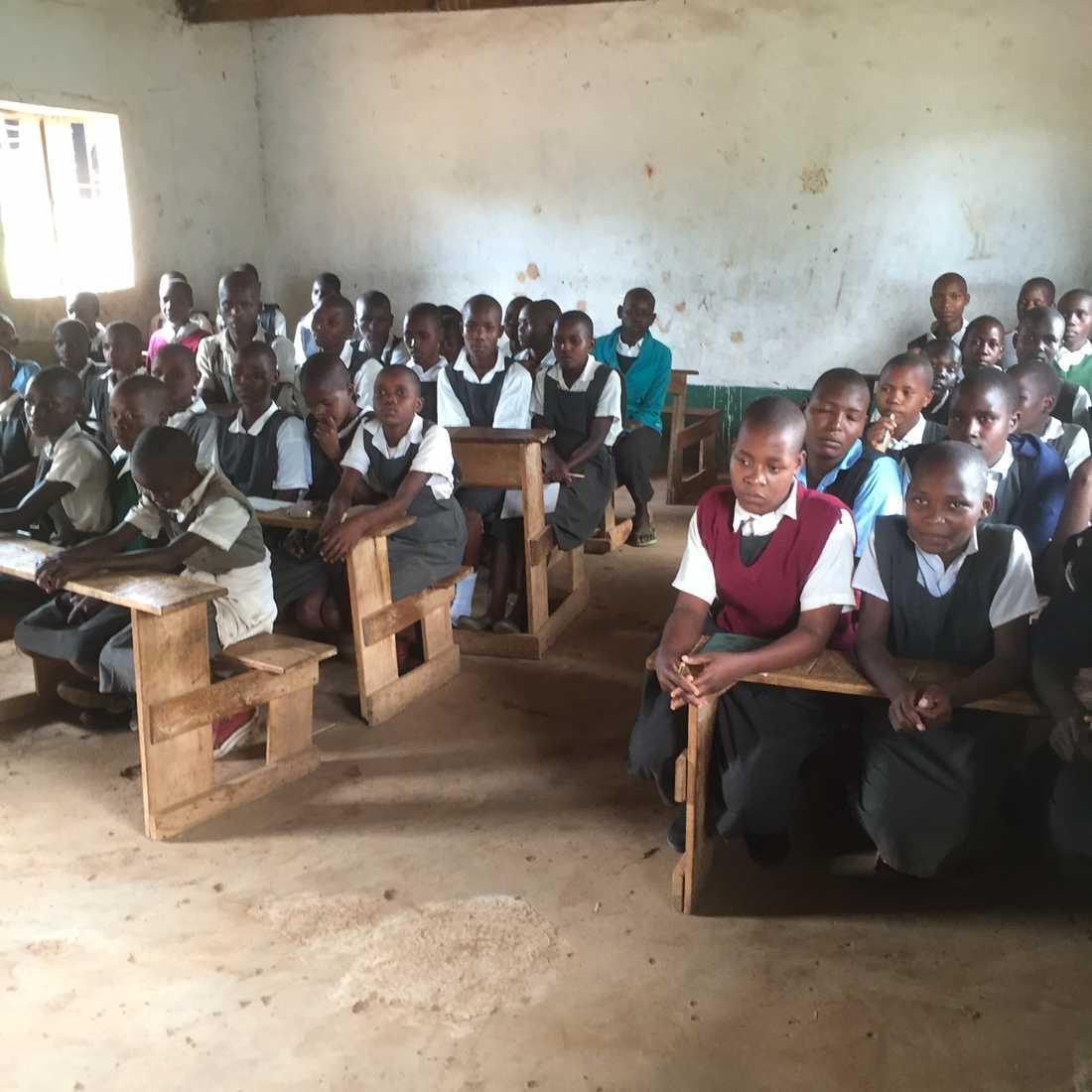 Gunilla har undervisat både flickor och pojkar om lidandet med könsstympning. Här hos Kuriafolket i Kenya.
