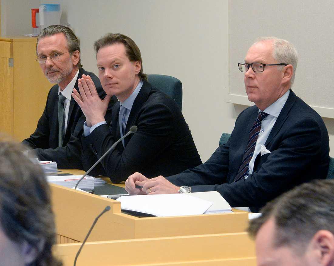 Martin Kinnunen, i mitten, åtalas.