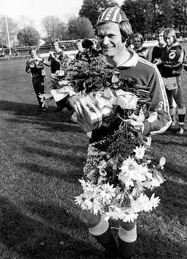 1975 Åtvidabergs Kent Karlsson får Guldbollen.