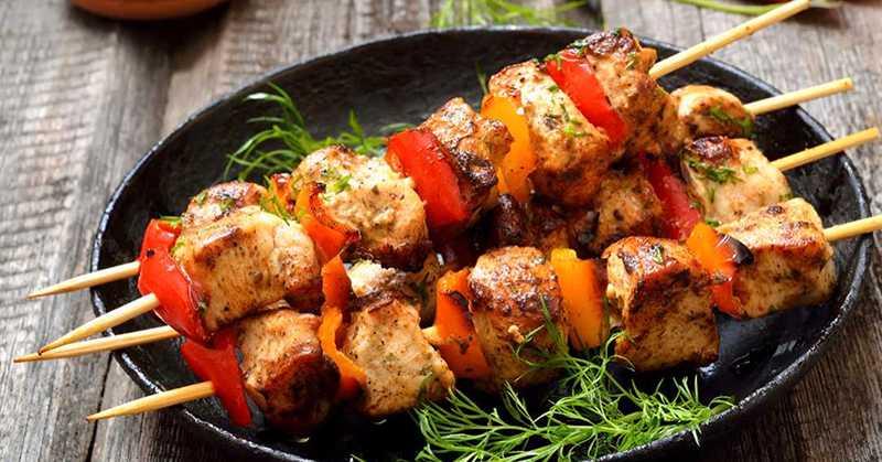 Kycklingspett – marinerad kycklingfilé med grönsaker