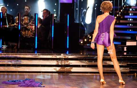 Gudrun Schyman gjorde succé när hon i Let's Dance tidigare år släppte klänningen och visade rumpan med kvinnotecken på.
