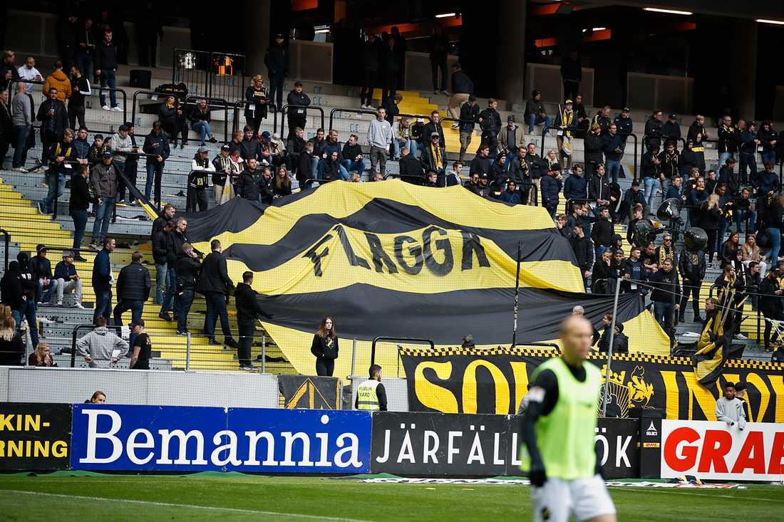 Fansens protester mot nya flaggförbudet