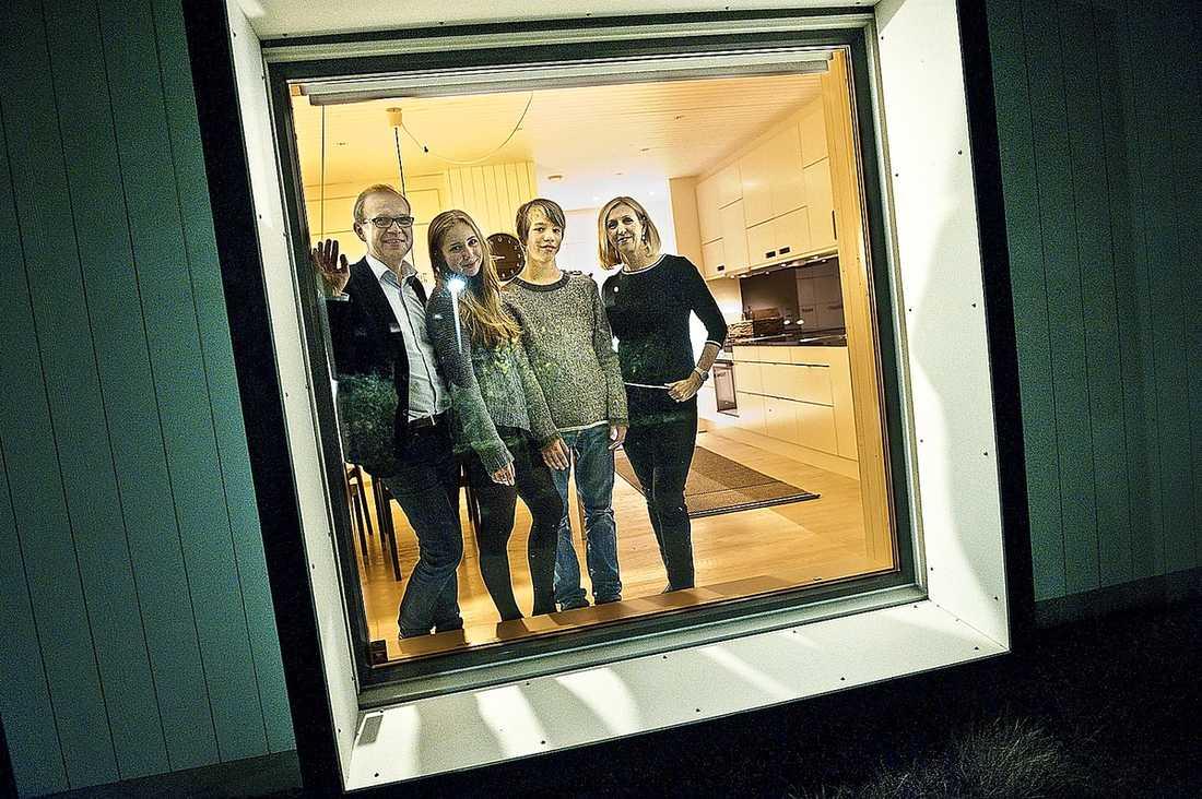 KLIMATSMARTA Familjen Lindell flyttade in i en klimatsmart villa – och lyckades sänka sina koldioxidutsläpp med 60 procent utan större ansträngning.
