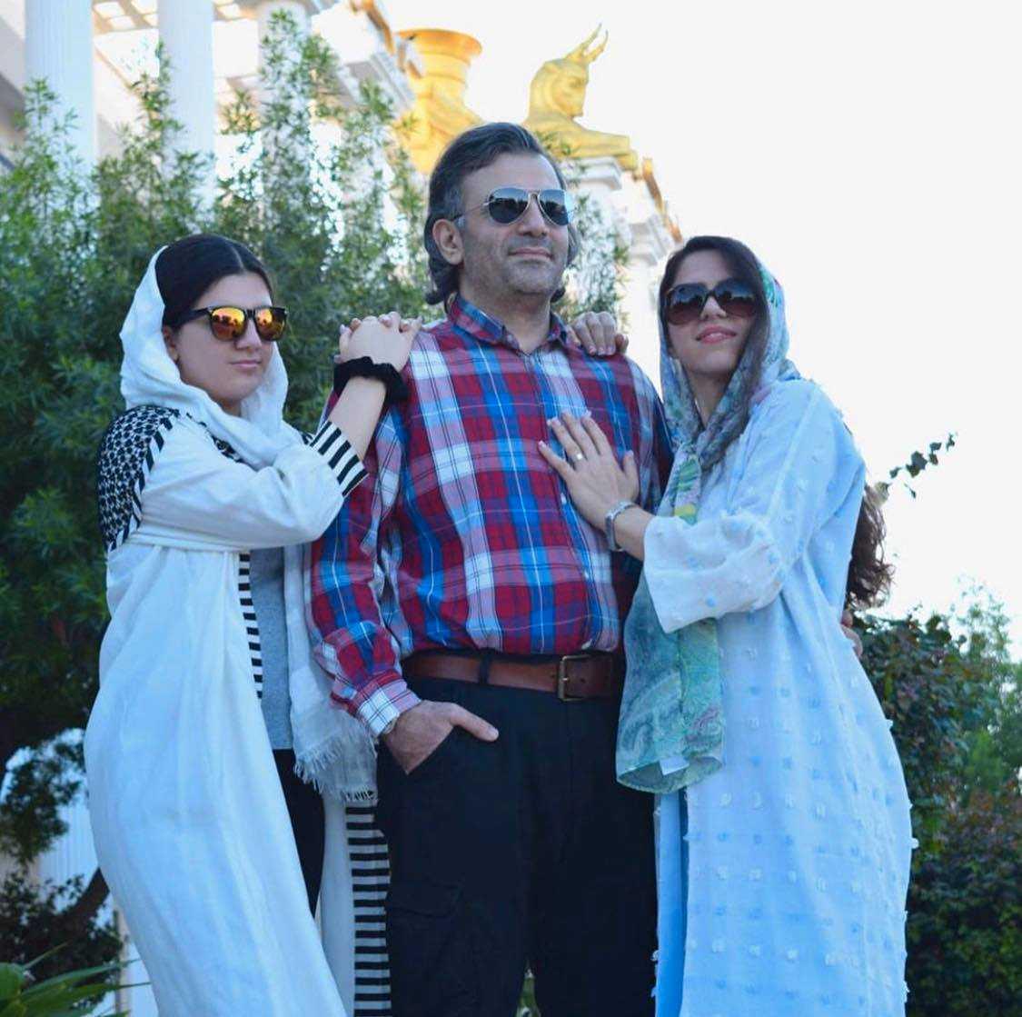 Paria, pappa Siavash och mamma Azadeh i Iran under semestern som blev deras sista i livet.