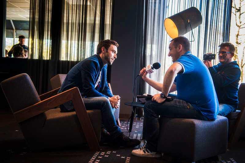 mMassor av intervjuerUnder Eurovision in concerts pressträff gav Måns över 35 intervjuer till fans, Eurovision-sajter och bloggare, men också till några av de största dagstidningarna i Holland och Österrike, flera stora holländska tv-program och journalister från Spanien och Frankrike.