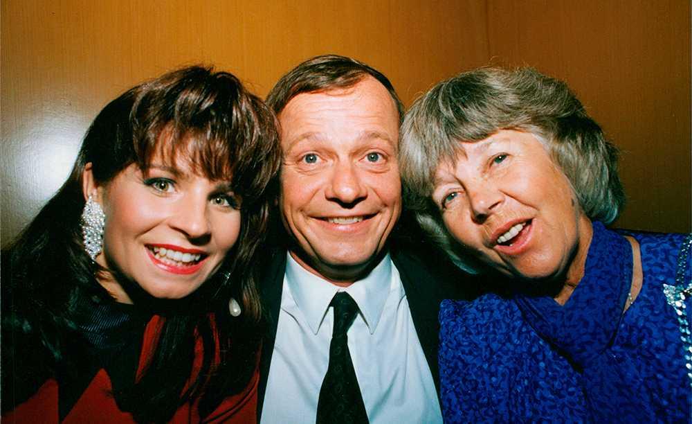Carola Häggkvist, Fredrik Belfrage och Alice Babs på cancergalan 1991.