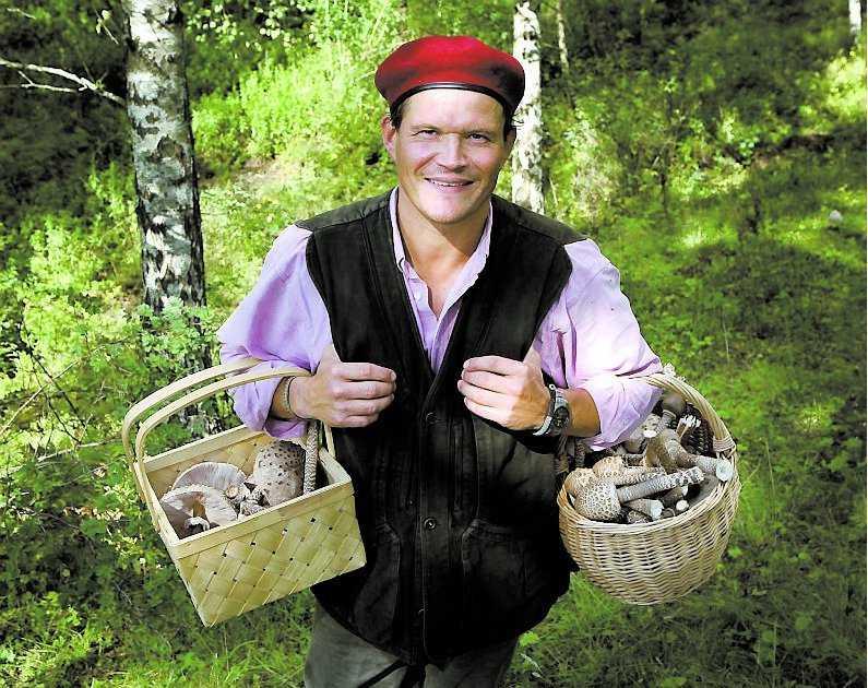 Att gå hem med välfyllda svampkorgar – det är lycka, tycker Per Moberg.