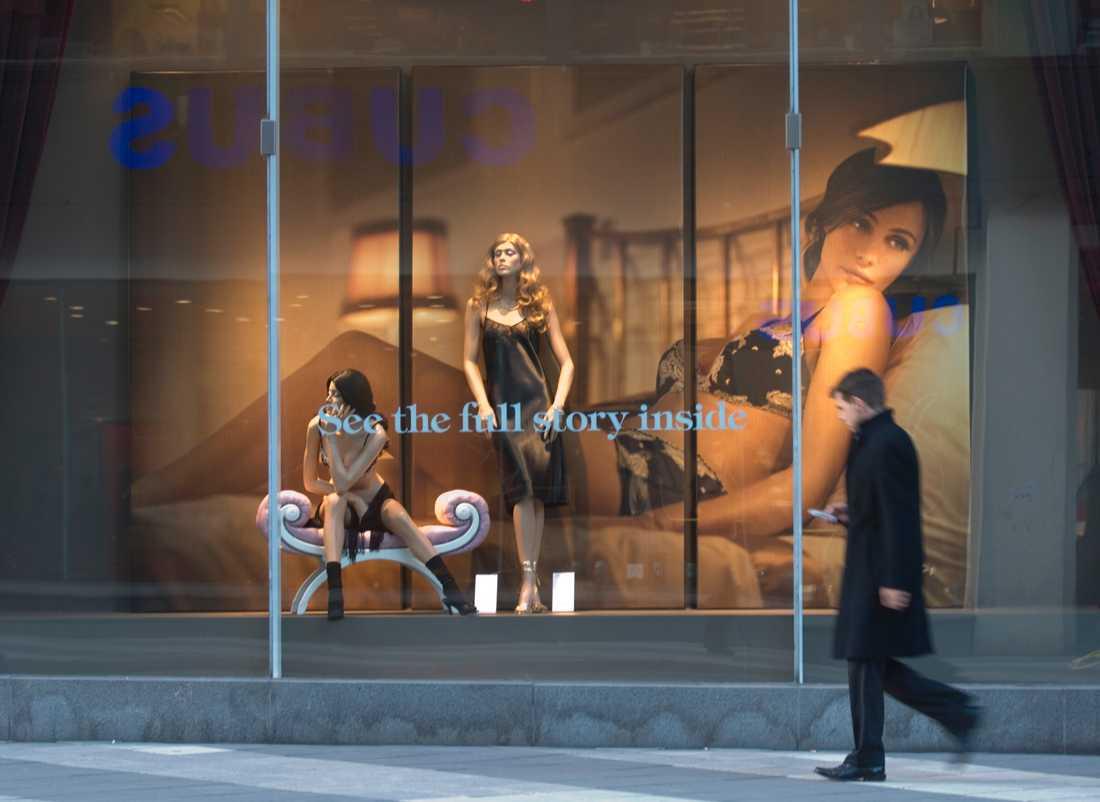 Rapporten Rättvisaren pekar på skillnader mellan hur män och kvinnor framställs i reklam. Arkivbild.