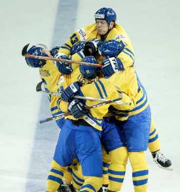 orsak till extas Svenskt jubel efter vändningen mot Finland - och i radioapparaterna kunde svenska folket höra en exalterad Lasse Granqvist.